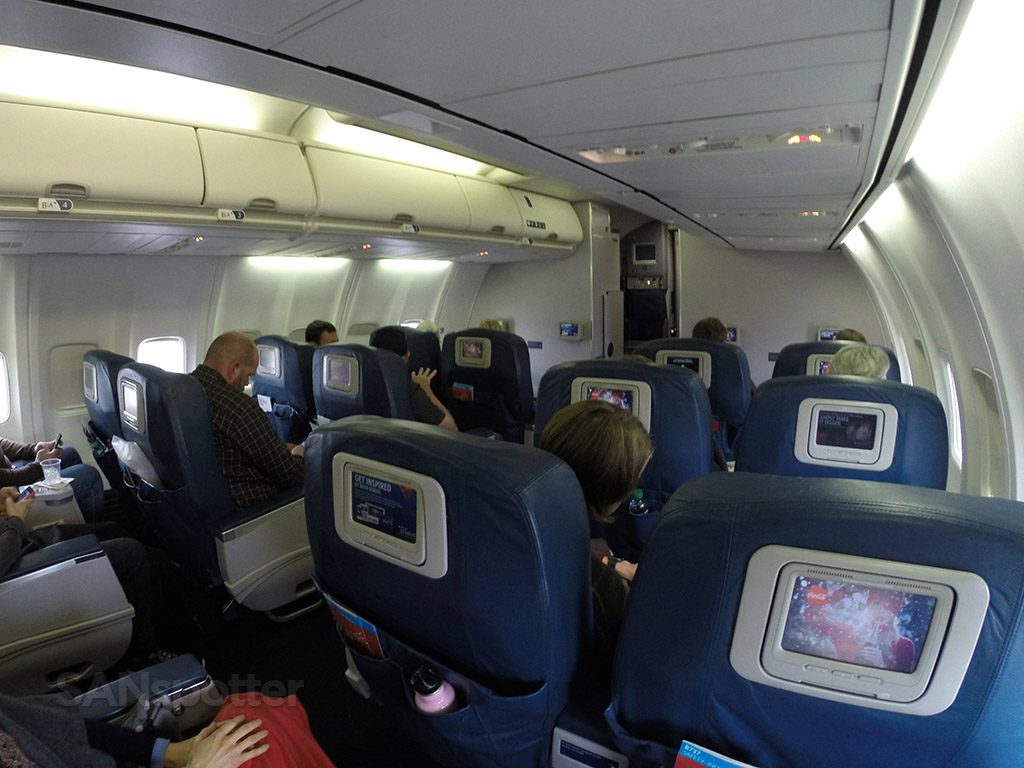 Delta Air Lines Aircraft Boeing 737-800 First Class Wide Angle shot of the entire first class cabin photos @SANspotter