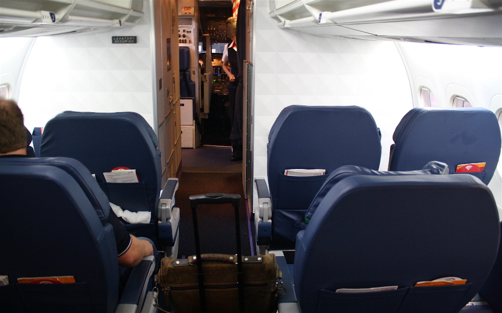Delta Air Lines Boeing 717-200 Bulkhead Photos