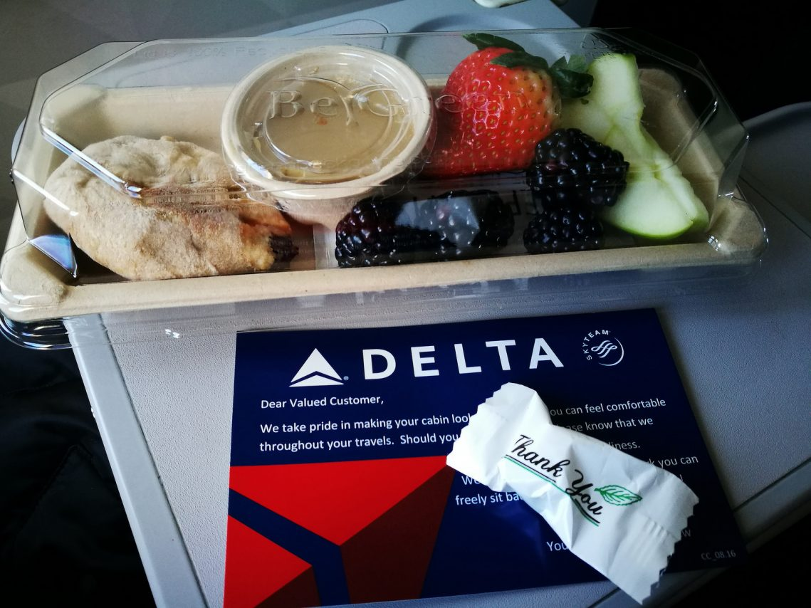 Delta Air Lines Boeing 717-200 First Class Breakfast service Photos
