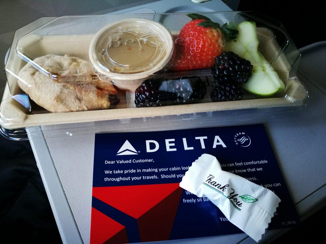 Delta Air Lines Boeing 717-200 First Class Breakfast service Photos