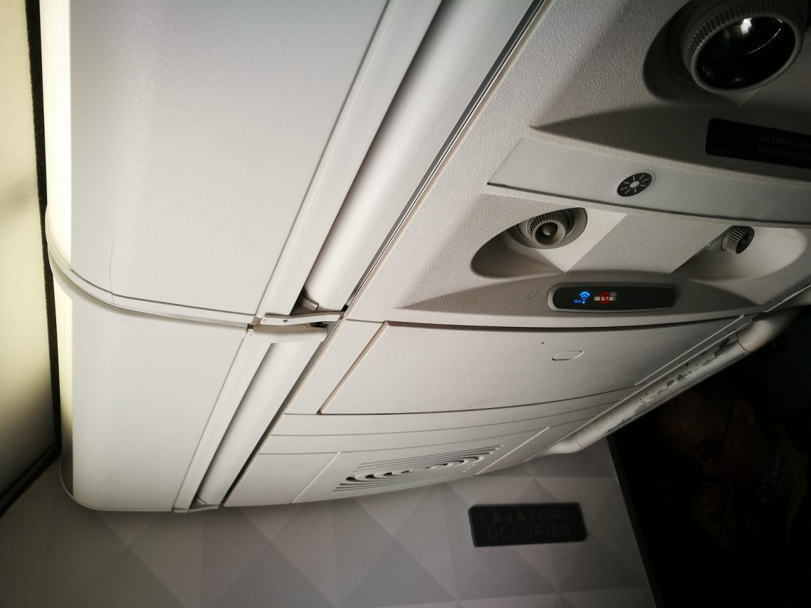 Delta Air Lines Boeing 717-200 First Class Cabin air vents with WiFi indicator Photos