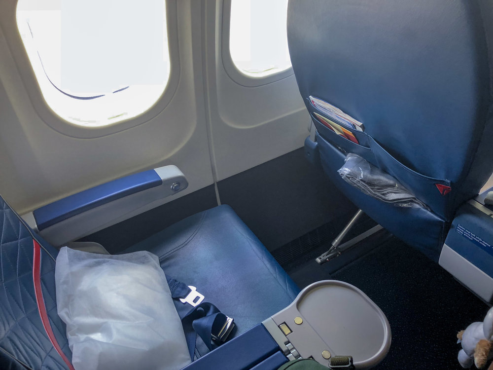 Delta Air Lines Boeing 717-200 First Class Recliner Seats Photos