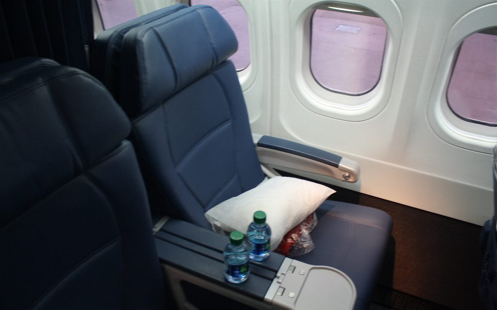 Delta Air Lines Boeing 717-200 First Class Seats Photos