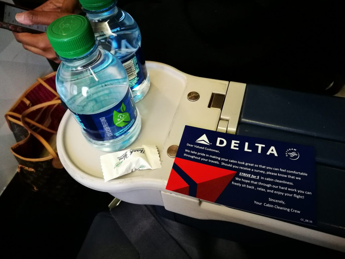 Delta Air Lines Boeing 717-200 First Class Welcome drinks and mint Photos