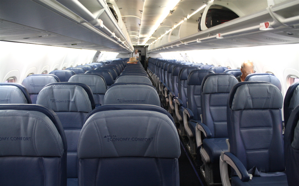 Delta Air Lines Boeing 717-200 Main Cabin Premium Economy (Comfort+) and standard economy seats row layout 2-3