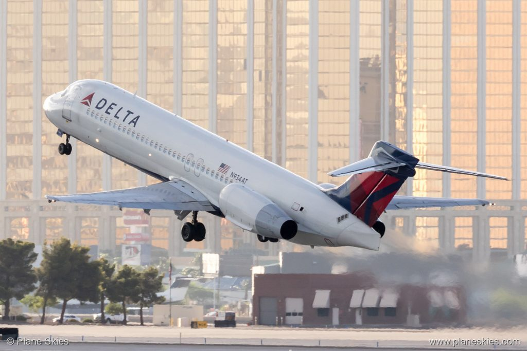 Delta Air Lines Boeing 717-200 N934AT at McCarran International Airport (KLAS:LAS) @Plane Skies
