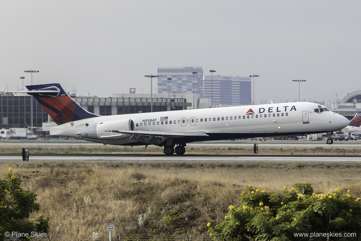 Delta Air Lines Boeing 717-200 N958AT at Los Angeles International Airport (KLAX:LAX) @PlaneSkies