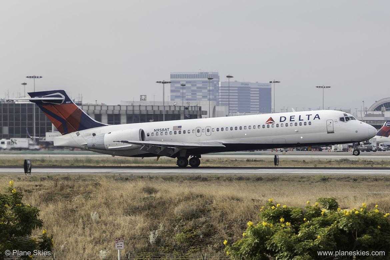 Delta Air Lines Boeing 717-200 N958AT at Los Angeles International Airport (KLAX:LAX) @PlaneSkies