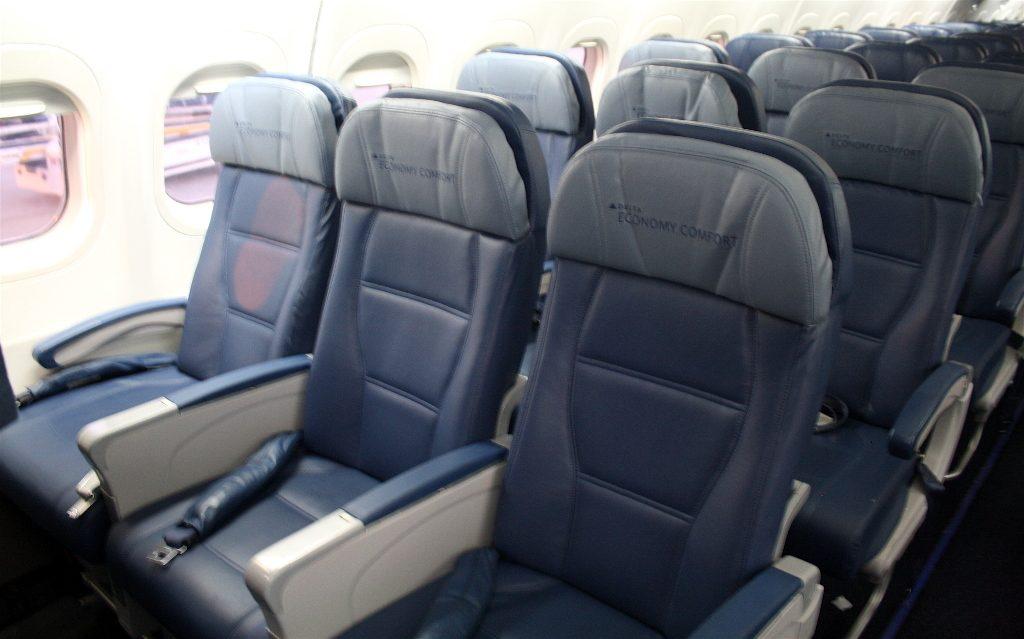 Delta Air Lines Boeing 717-200 Premium Economy (Comfort+) standard seats photos