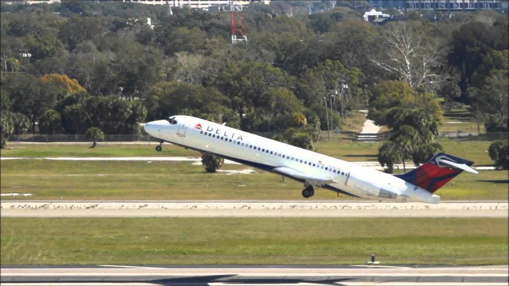 Delta Air Lines Boeing 717-200 Take off photos