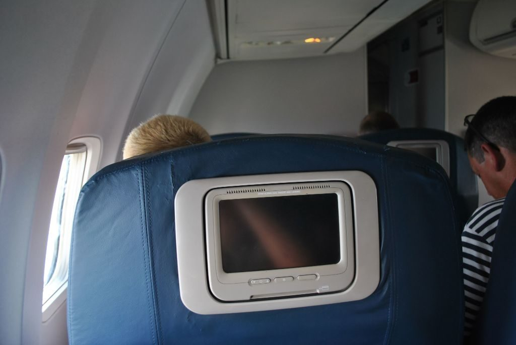 Delta Air Lines Boeing 737-700 First Class Cabin Photos