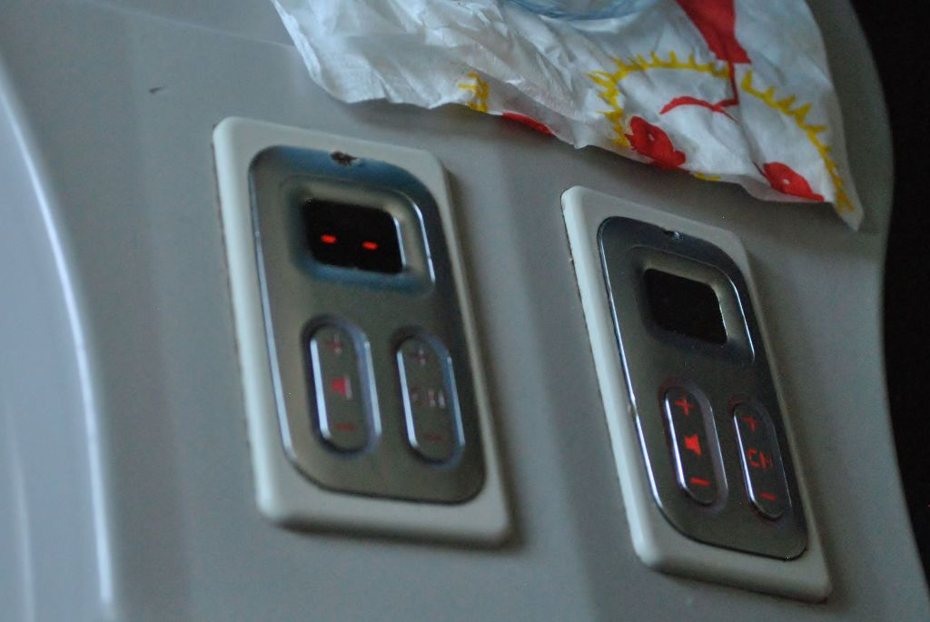 Delta Air Lines Boeing 737-700 First Class IFE Controls Panel Photos
