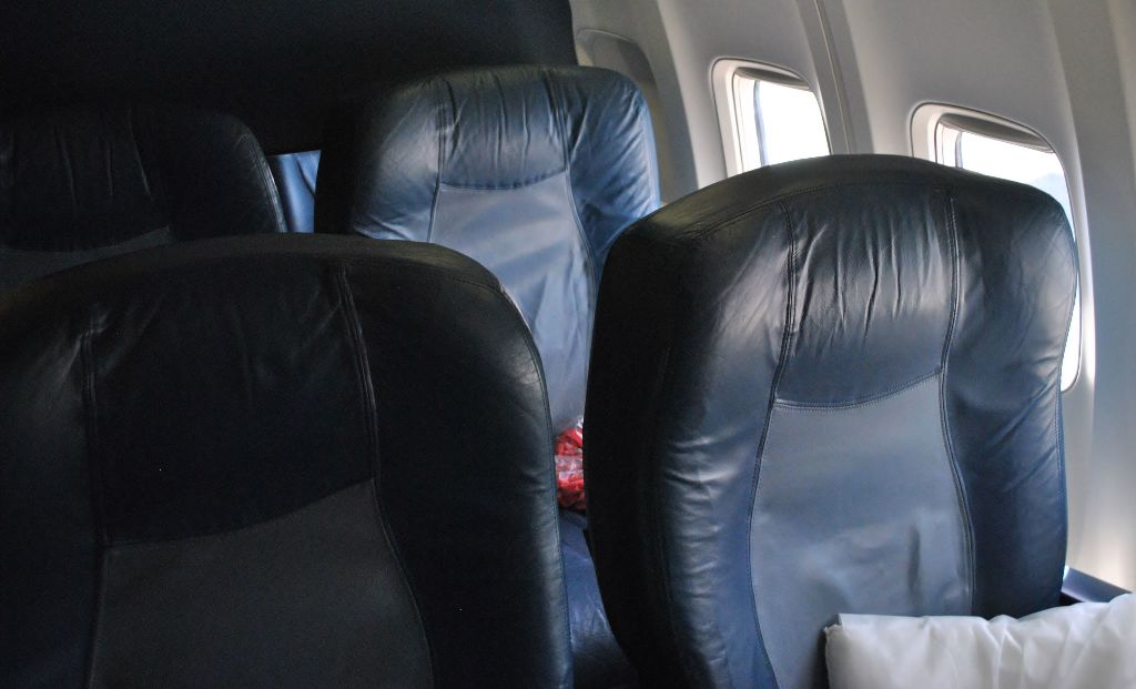 Delta Air Lines Boeing 737-700 First Class Seats Layout Photos