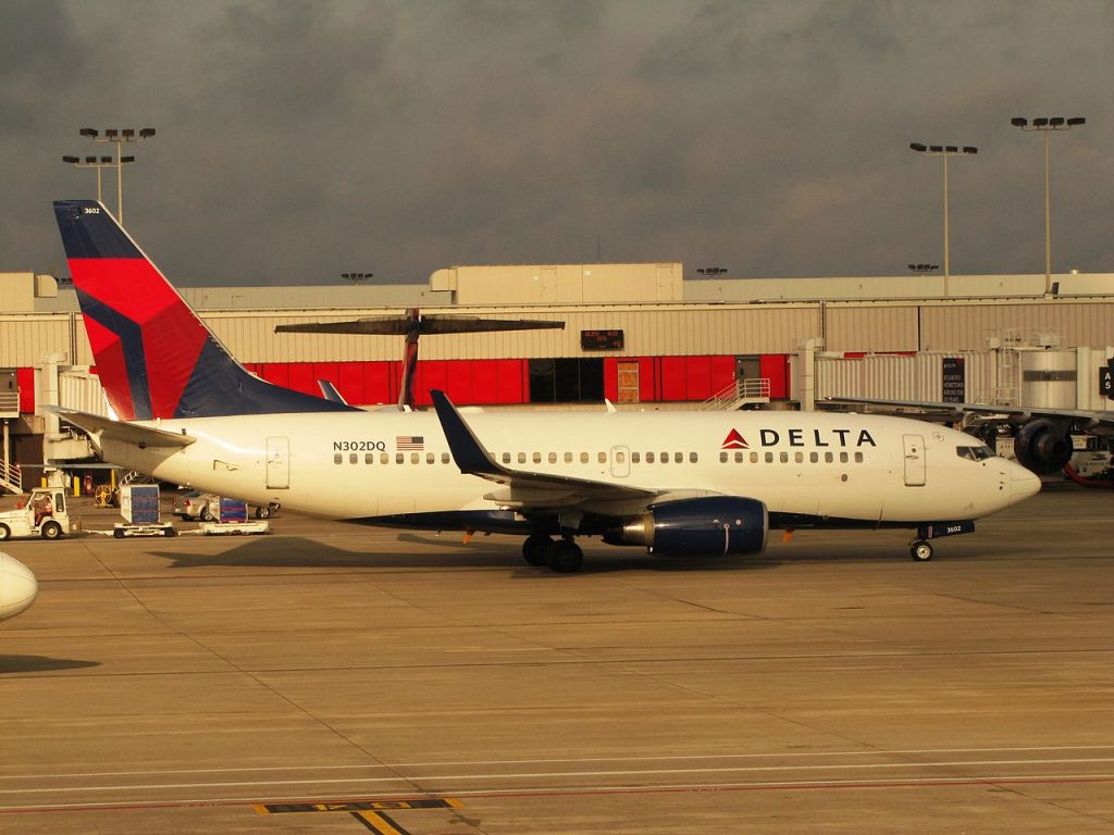 Delta Air Lines Boeing 737-700 N302DQ Hartsfield-Jackson Atlanta International Airport Photos