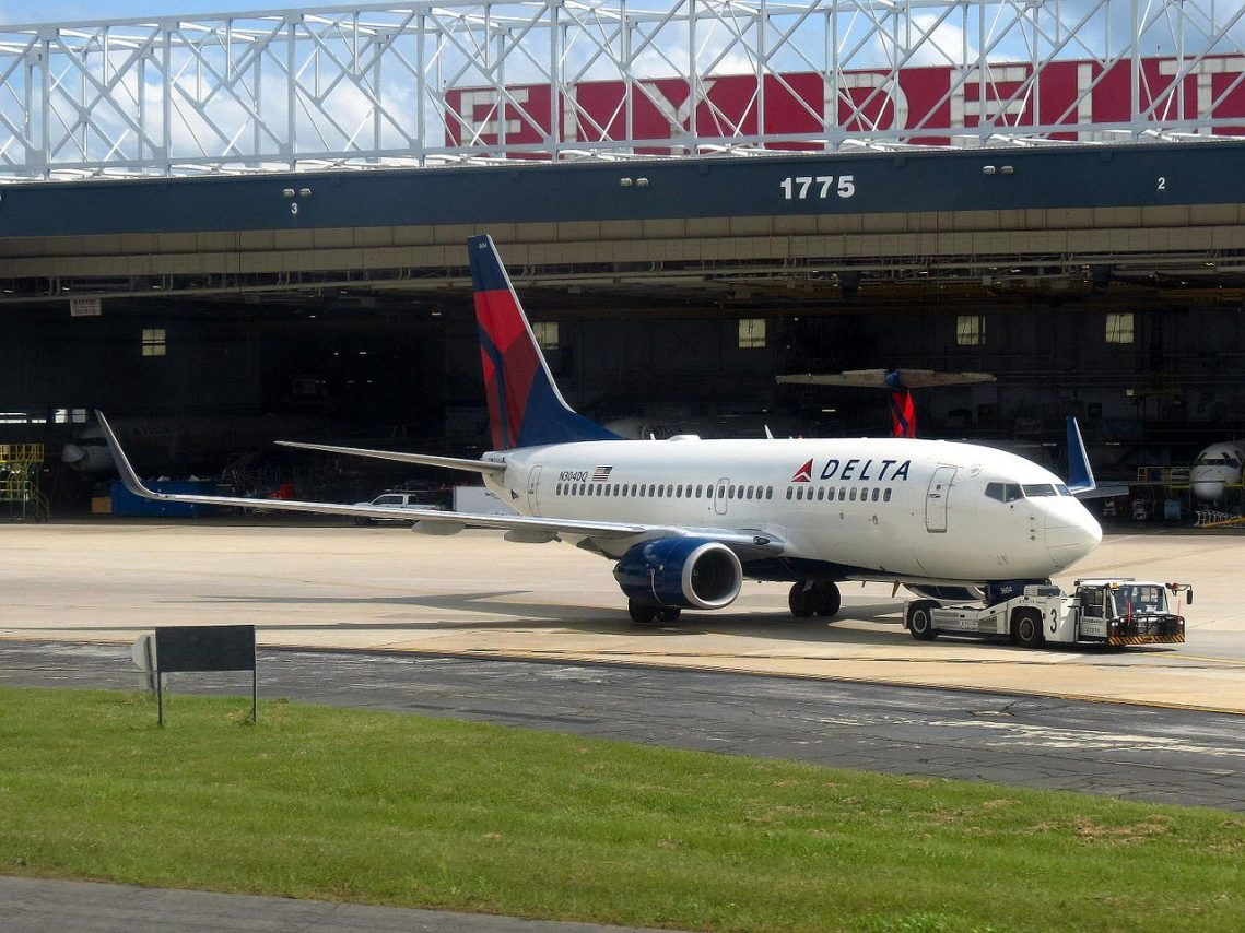 Delta Air Lines Boeing 737-700 N304DQ Hartsfield-Jackson Atlanta International Airport