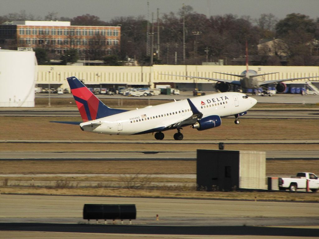 Delta Air Lines Boeing 737-700 N304DQ take off from Hartsfield-Jackson Atlanta International Airport