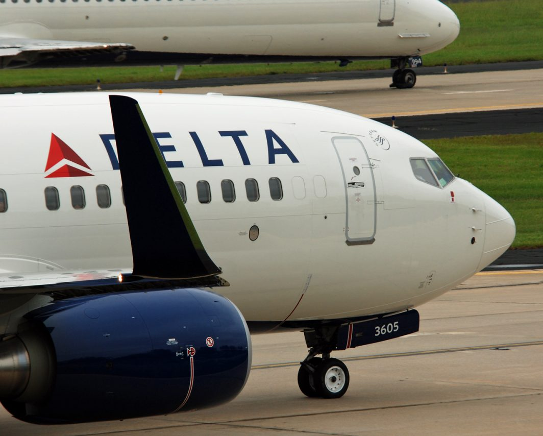 Delta Air Lines Boeing 737-700 N305DQ Aircraft Engines Winglets Photos