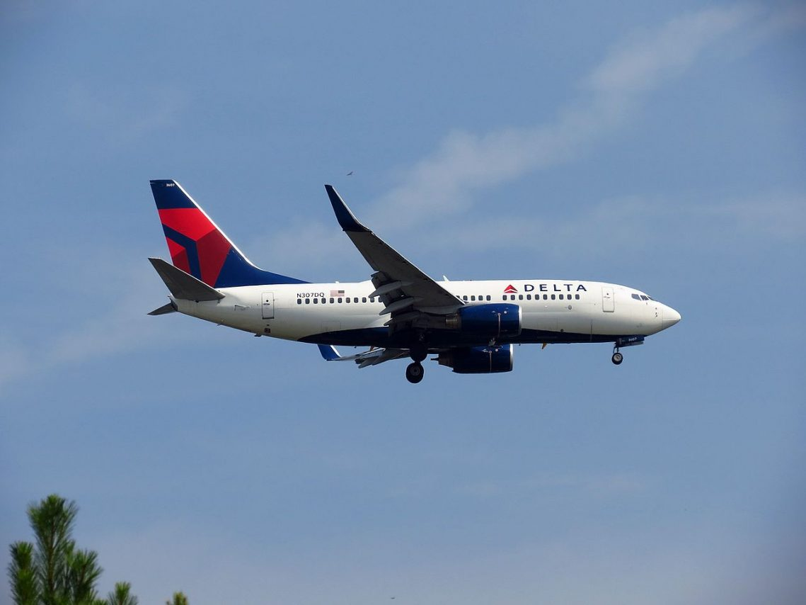 Delta Air Lines Boeing 737-700 N307DQ final approach at Hartsfield-Jackson Atlanta International Airport