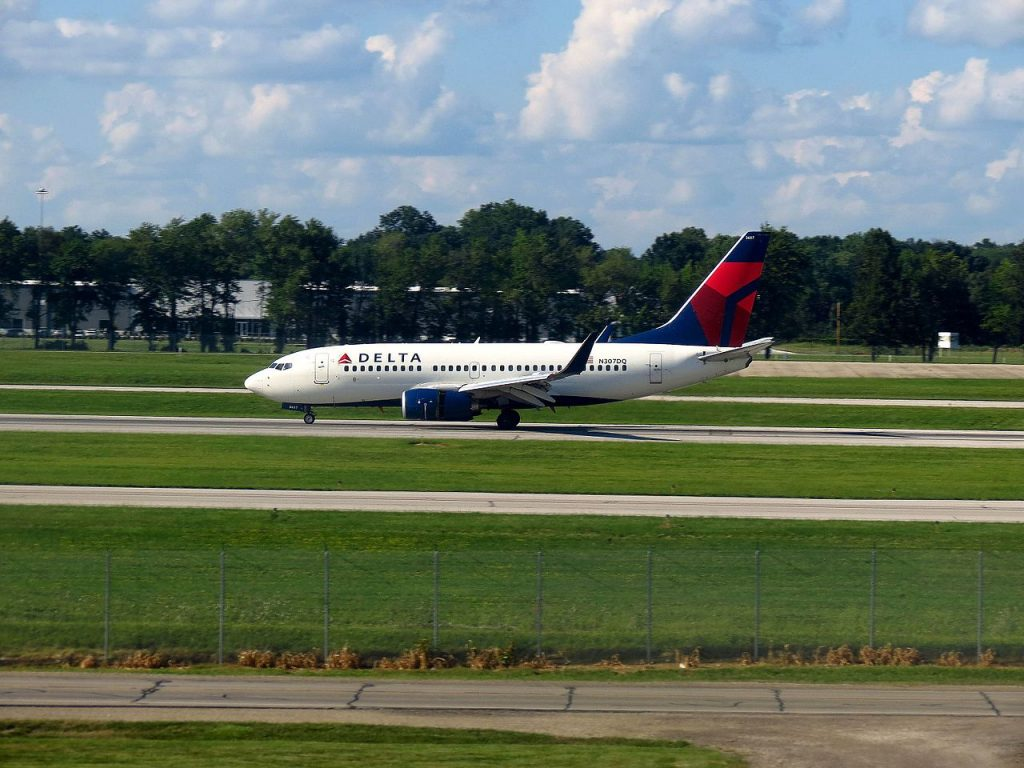Delta Air Lines Boeing 737-700 N307DQ taxiing at Port Columbus International Airport