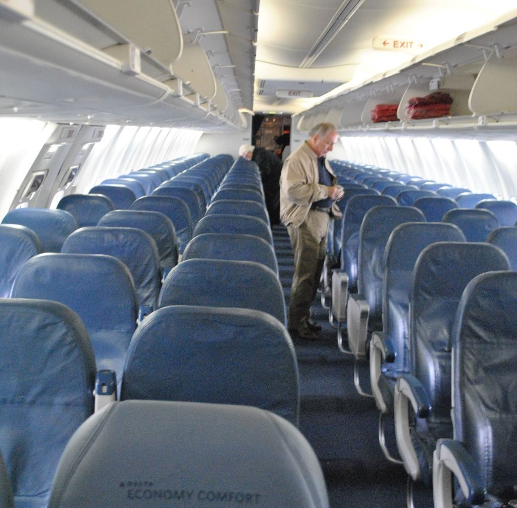 Delta Air Lines Boeing 737-800 Cabin Interior Photos