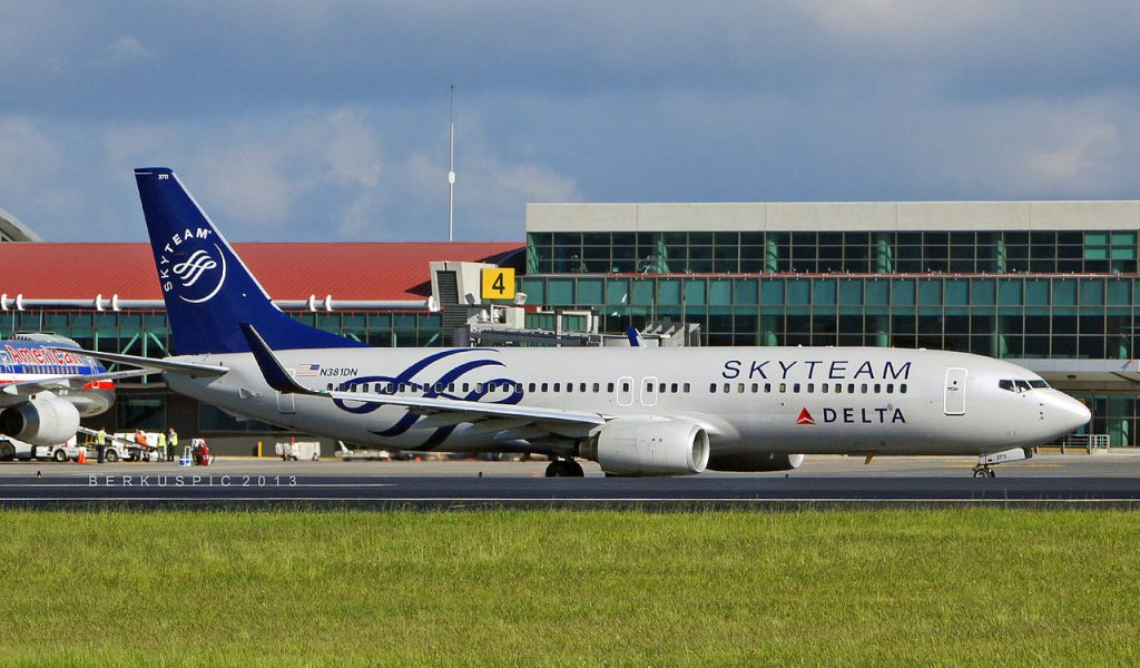 Delta Air Lines Boeing 737-800 N381DN wearing SKYTEAM livery rolling for departure at Juan Santamaria International Airport