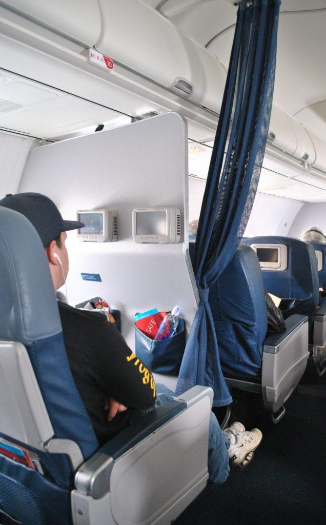 Delta Air Lines Boeing 737-800 Premium Economy (Comfort+) Bulkhead Cabin Seats Photos