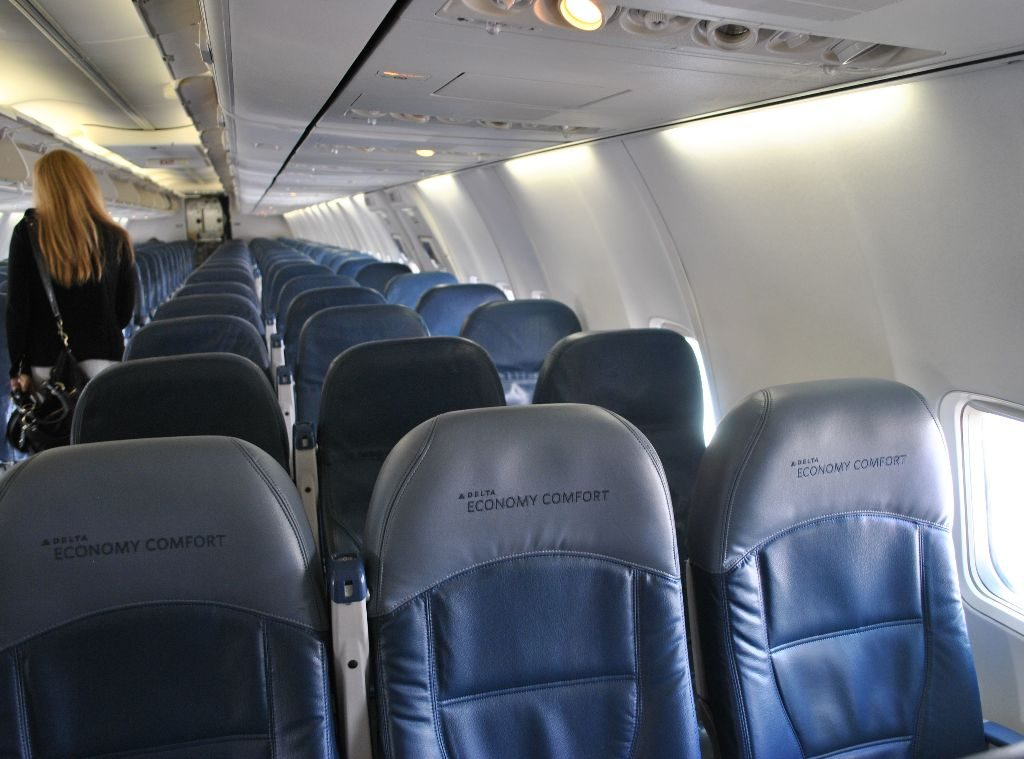 Delta Air Lines Boeing 737-800 Premium Economy (Comfort+) Cabin Interior Photos