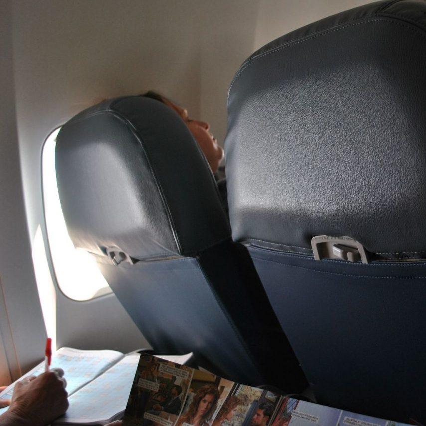 Delta Air Lines Boeing 737-800 Premium Economy (Comfort+) seats recliner Photos