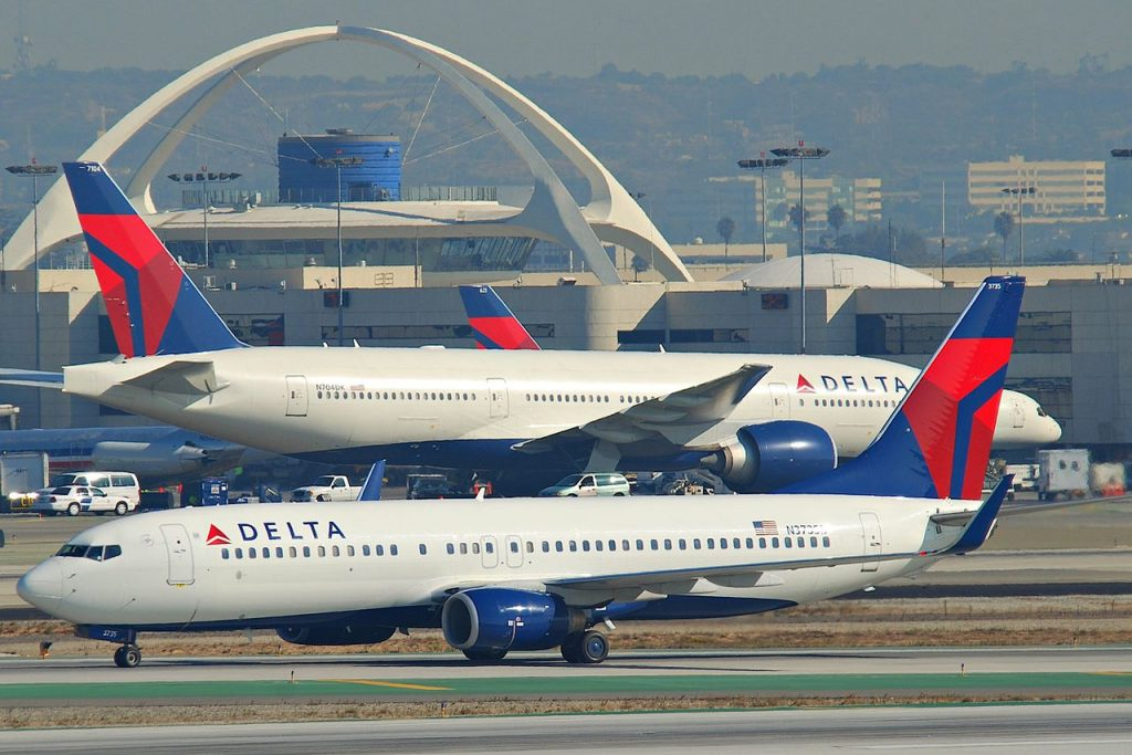 Delta Air Lines Boeing 737-832; N3735D @LAX