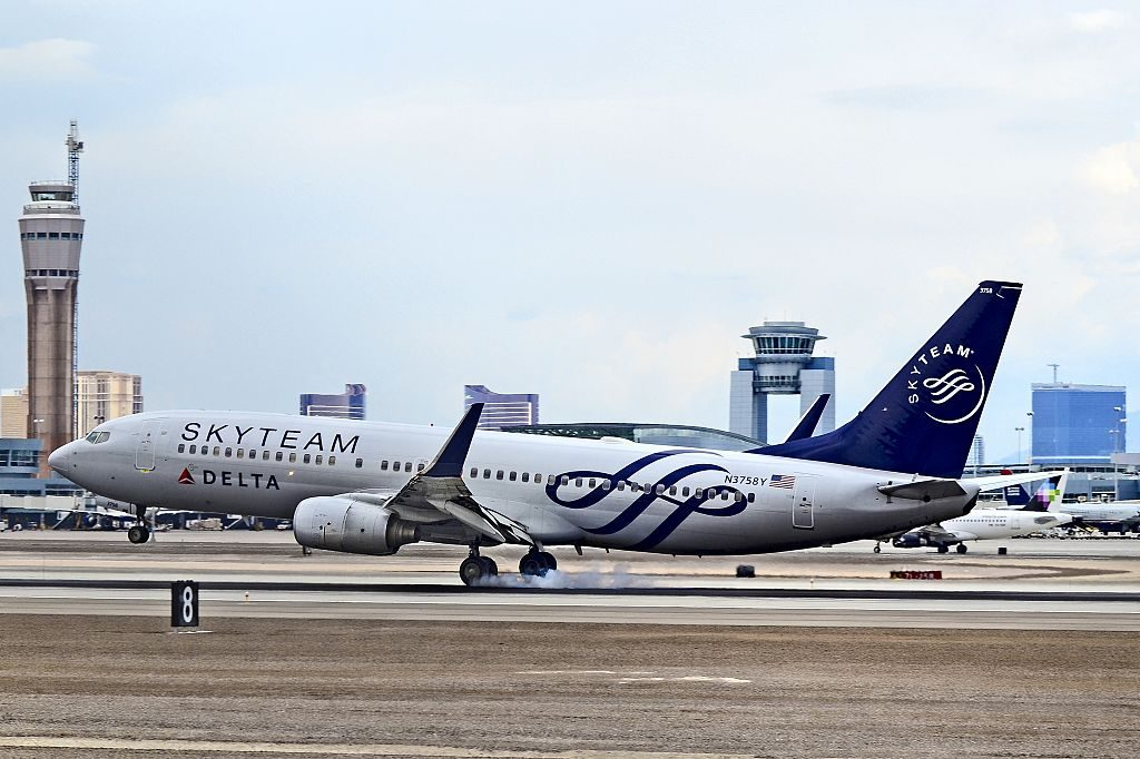 Delta Air Lines Boeing 737-832 N3758Y SKYTEAM livery McCarran International Airport (KLAS) Las Vegas, Nevada
