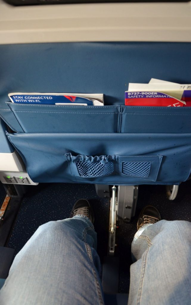 Delta Air Lines Boeing 737-900ER First Class Cabin Seat Pitch Legroom Photos