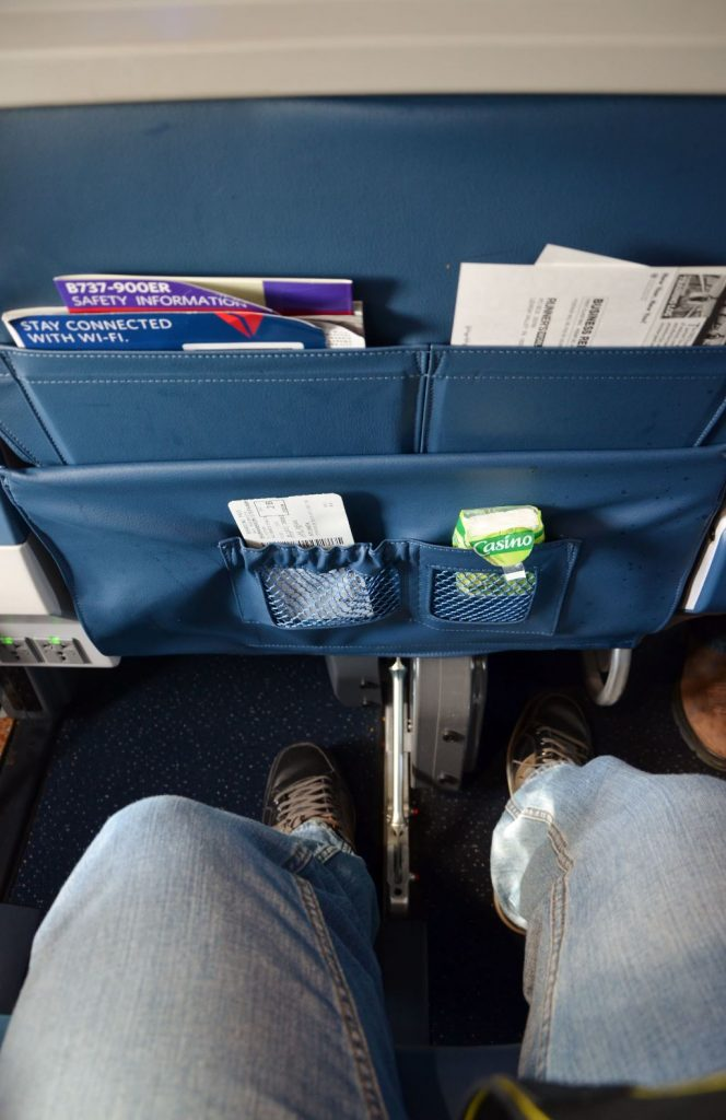 Delta Air Lines Boeing 737-900ER First Class Cabin Seat Pitch Legroom Space Photos