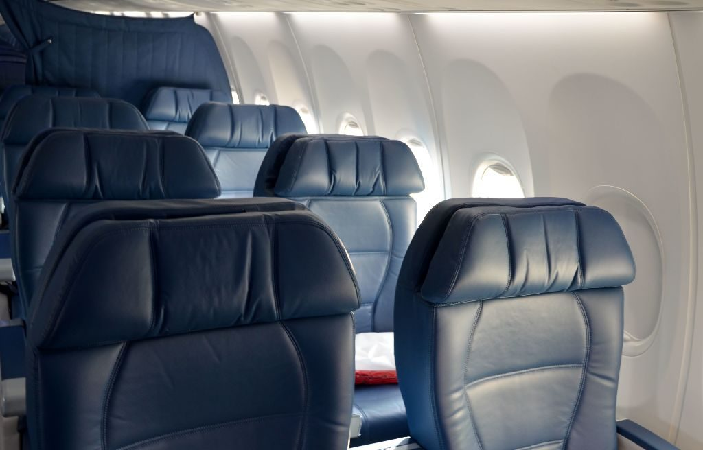 Delta Air Lines Boeing 737-900ER First Class Cabin Seats Photos