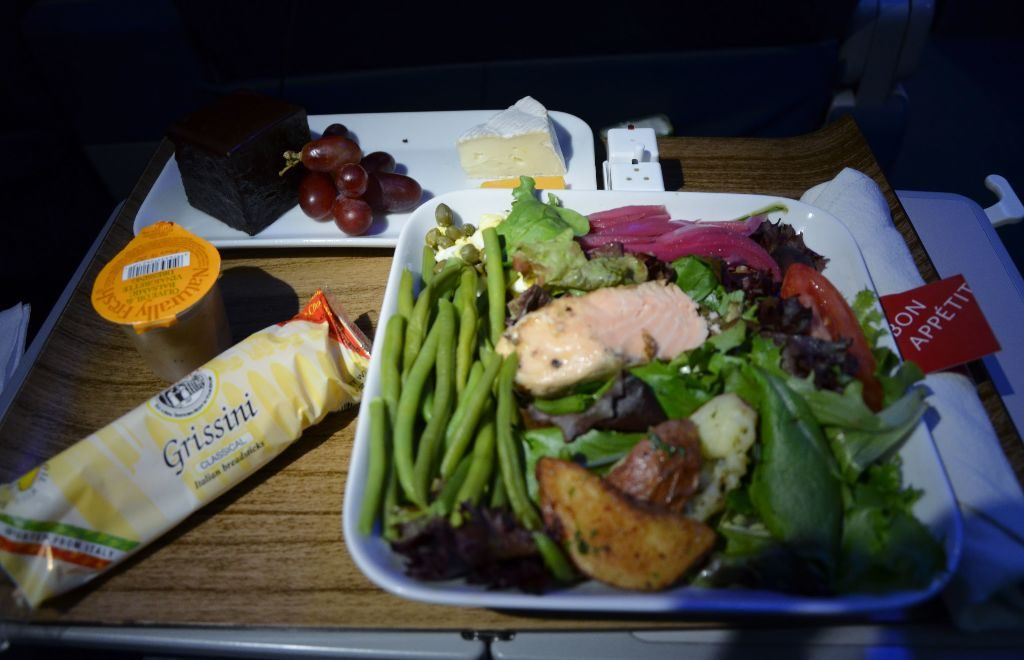 Delta Air Lines Boeing 737-900ER First Class Cabin inflight dining food menu Photos