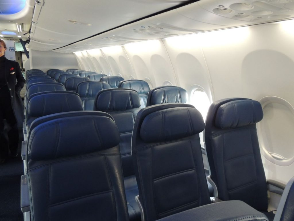 Delta Air Lines Boeing 737-900ER Main Cabin Economy Class Seats Photos