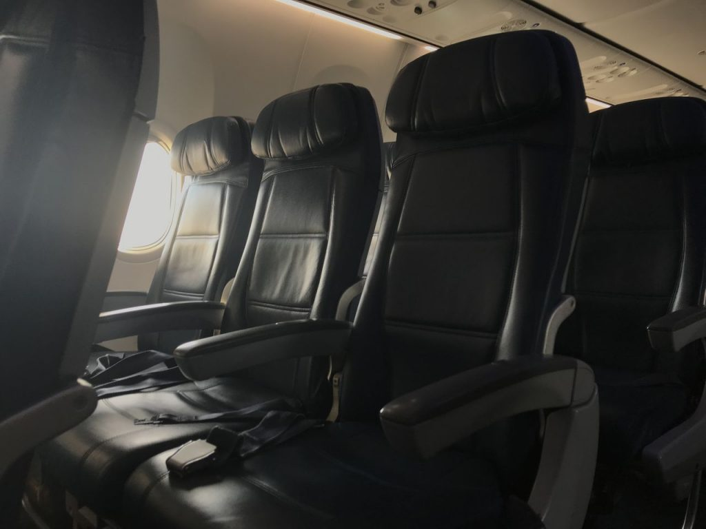 Delta Air Lines Boeing 737-900ER Main Cabin Economy Class Seats Pitch Photos