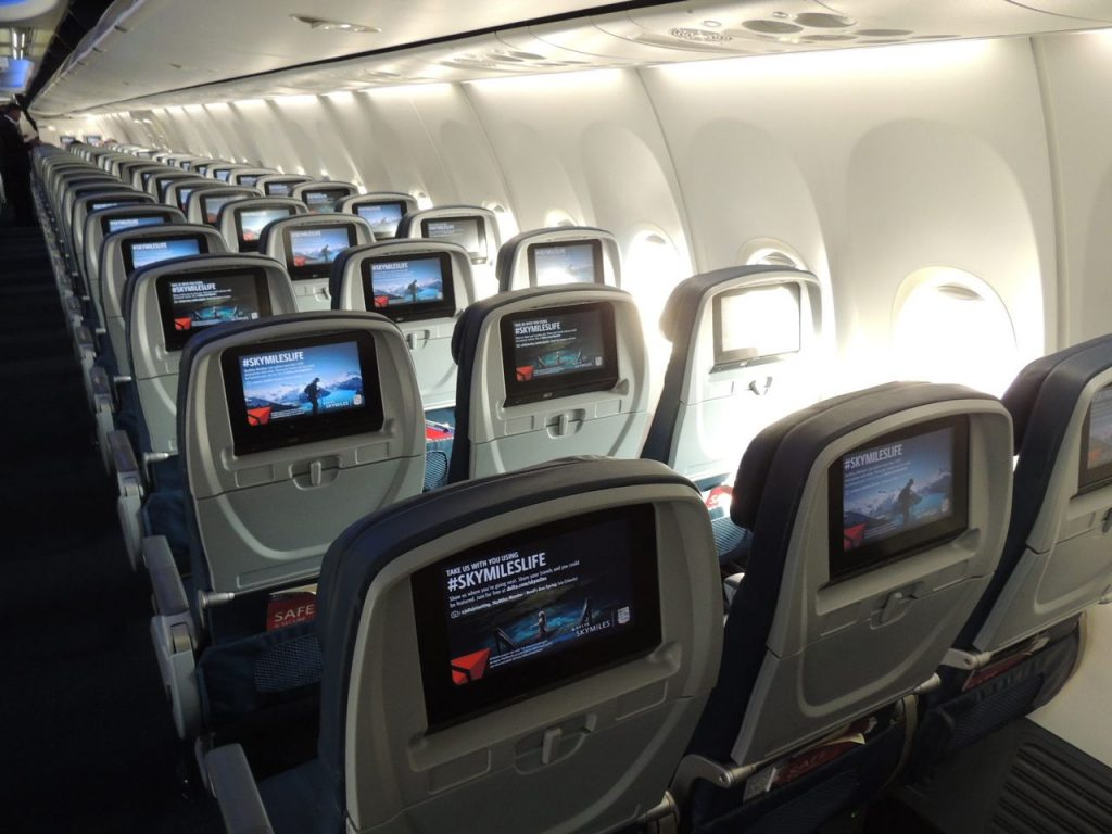 Delta Air Lines Boeing 737-900ER Main Cabin Economy Class Seats Row Photos