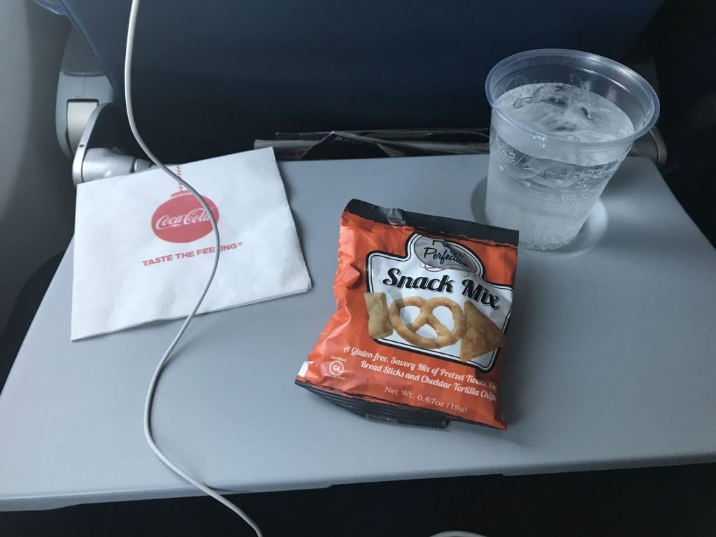Delta Air Lines Boeing 737-900ER Main Cabin Economy Class Snack Service Photos