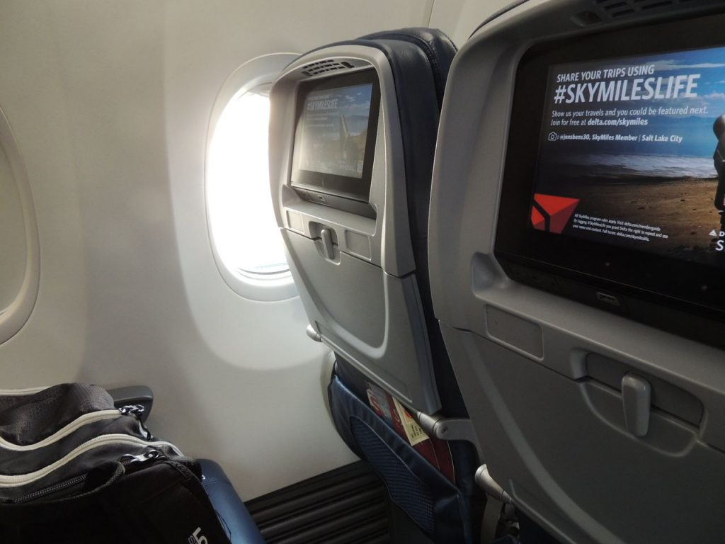 Delta Air Lines Boeing 737-900ER Main Cabin Economy Class Standard Seats Photos