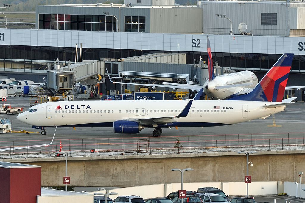 Delta Air Lines, Boeing 737-932(ER), N818DA - SEA Airport