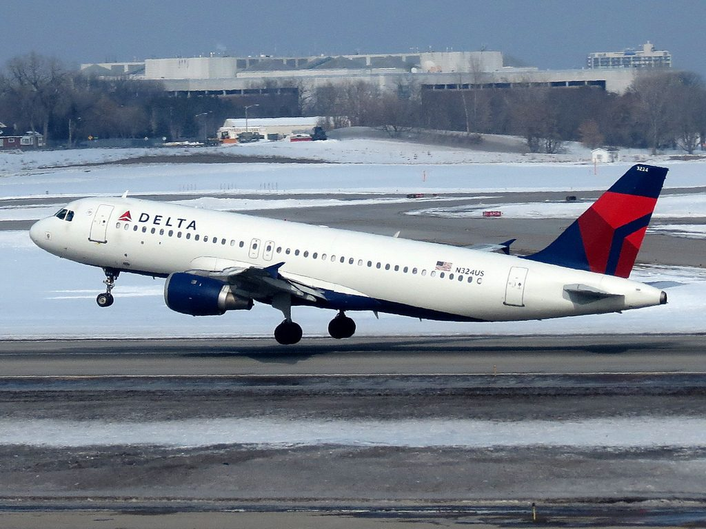Delta Air Lines Fleet Airbus A320-200 N324US Landing on Snow Runaway Photos