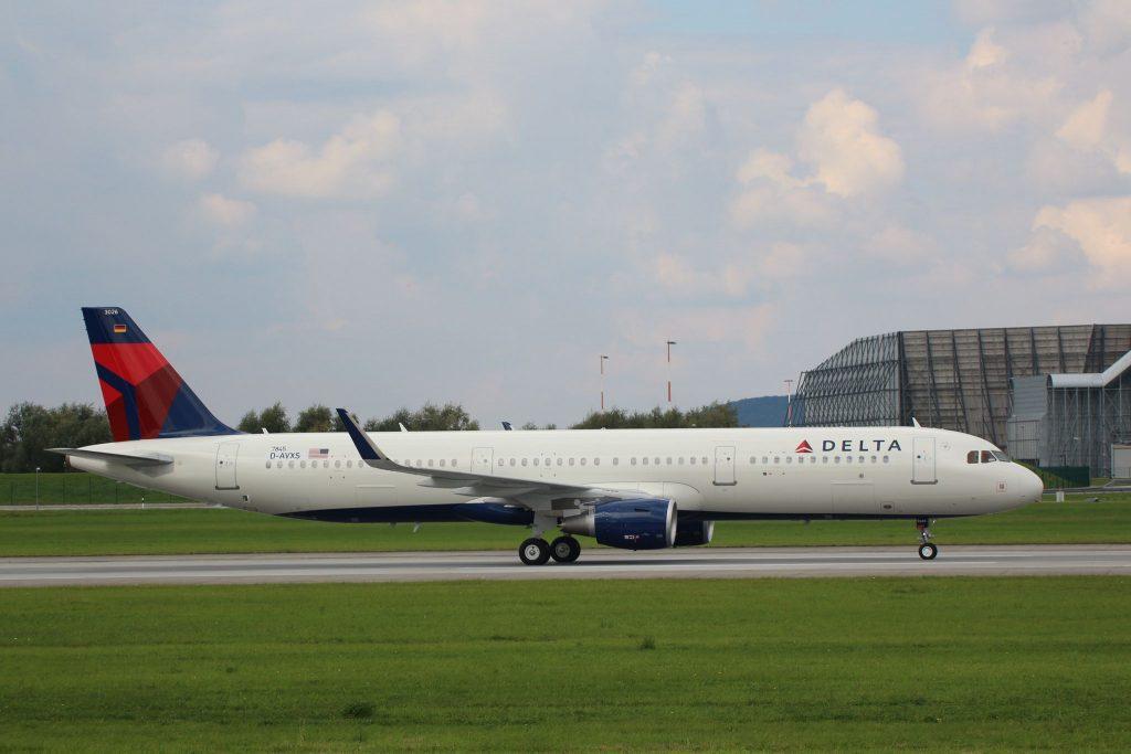 Delta Air Lines Fleet Airbus A321-200 N326DN Photos