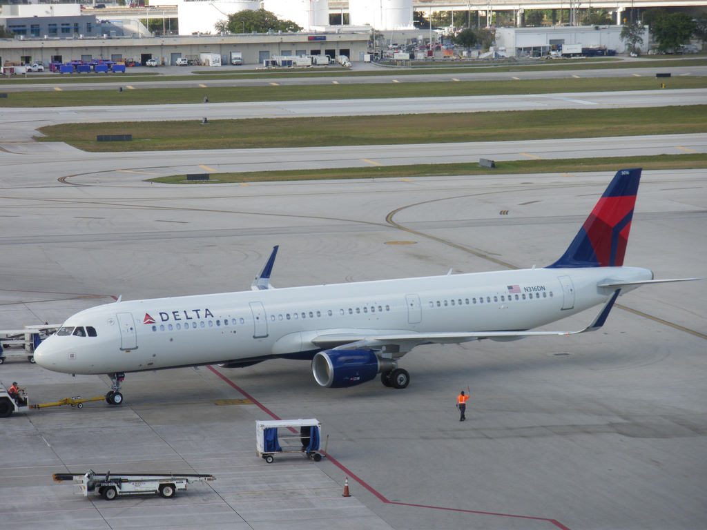 Delta Air Lines Fleet Airbus A321-211SL N316DN Push Back on Runaway Photos