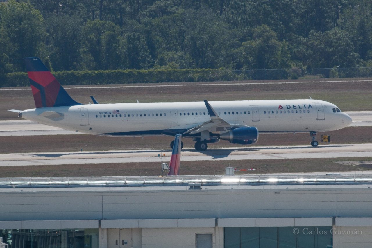 Delta Air Lines Fleet Airbus A321-211(SL) N319DN @Carlos Guzman