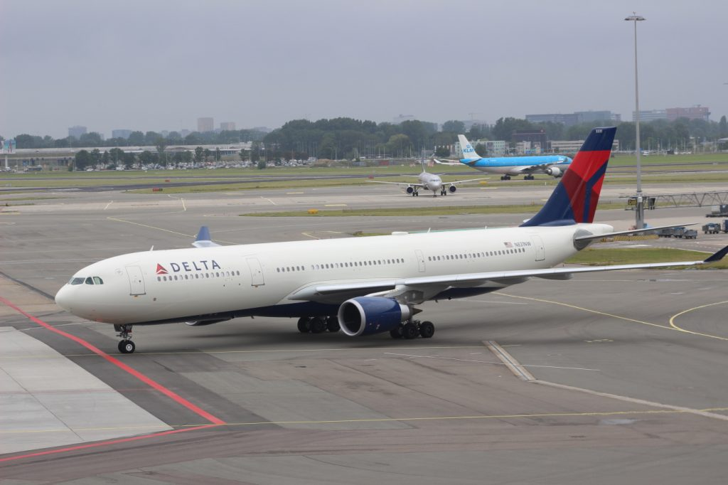 Delta Air Lines Fleet Airbus A330-302 N831NW Taxiing Photos