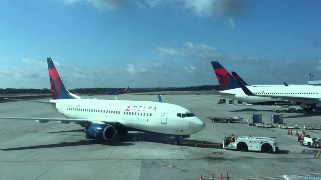 Delta Air Lines Fleet B737-700 pushback photos