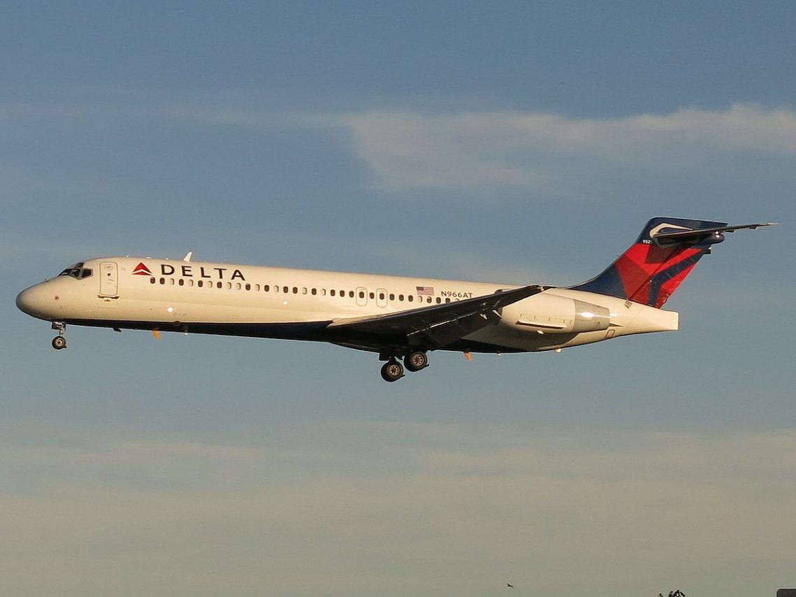 Delta Air Lines Fleet Boeing 717-2BD N966AT Photos