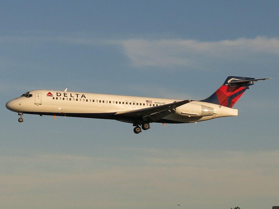 Delta Air Lines Fleet Boeing 717-2BD N966AT Photos
