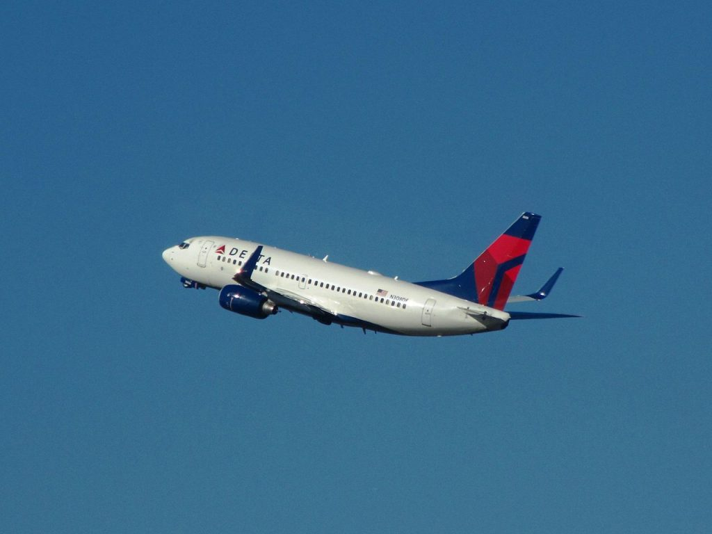 Delta Air Lines Fleet Boeing 737-700 N308DE Climbing Up after take off from Charleston International Airport