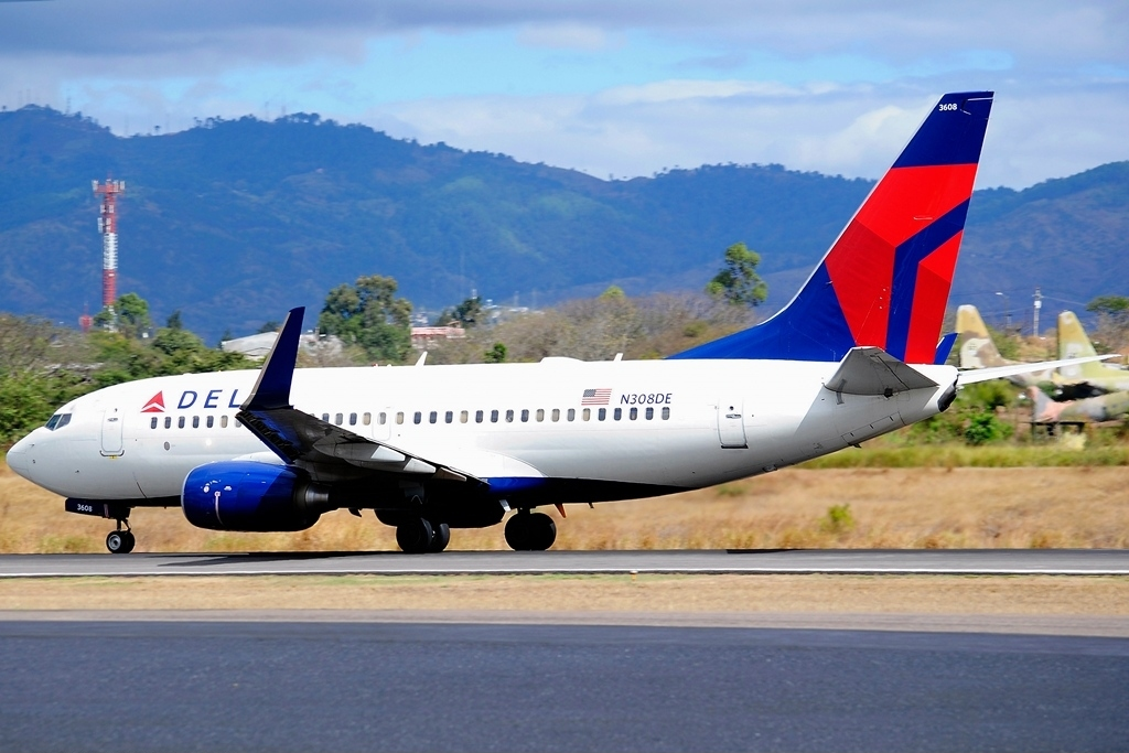 Delta Air Lines Fleet Boeing 737-732 N308DE Tegucigalpa Toncontin Int'l - MHTG, Honduras Aircraft Photos